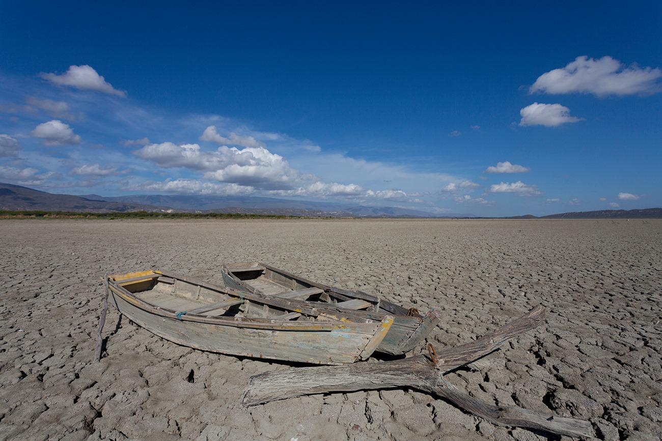 """""""Yolas de pesca abandonadas en Laguna de Rincón o Cabral. Foto hecha el 17 de Julio de 2020"""""""