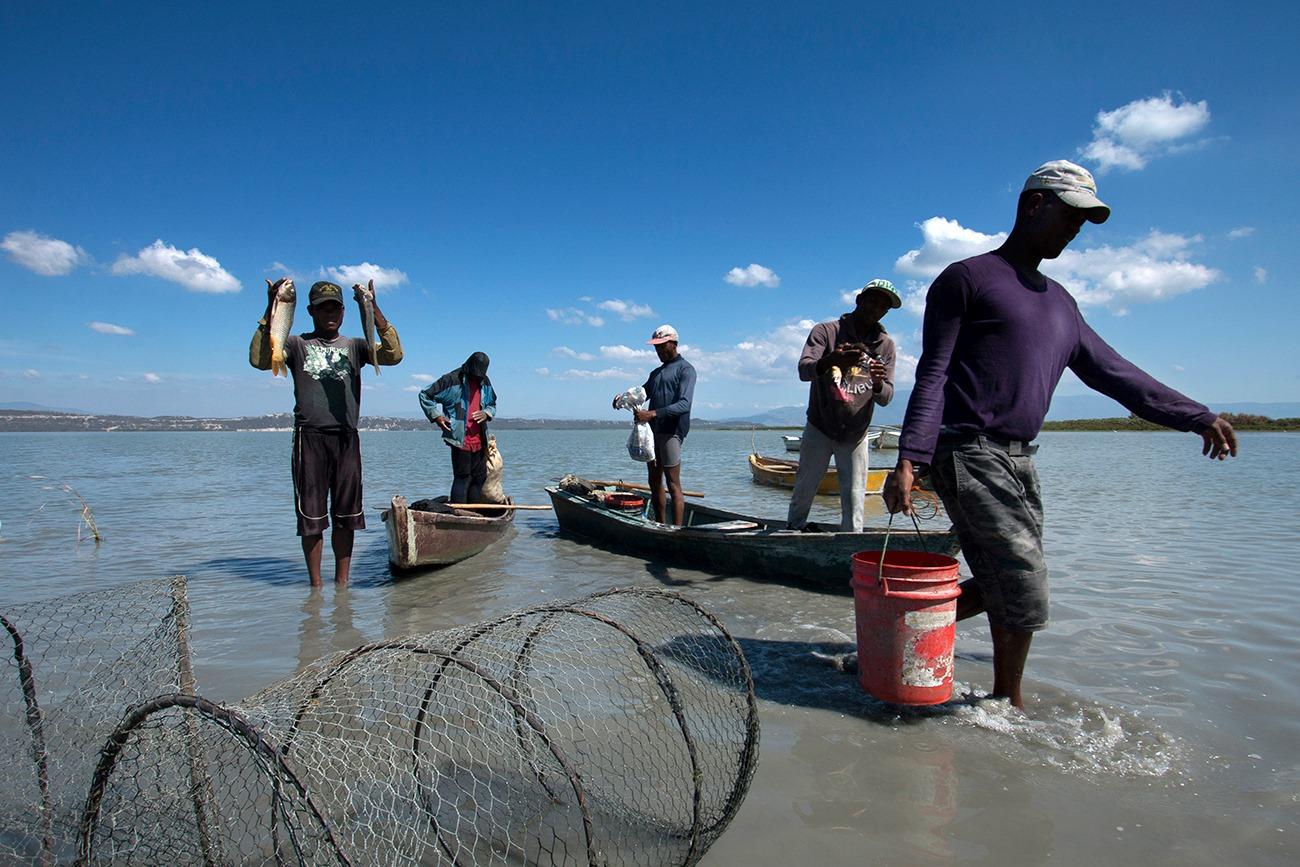 """""""Pescadores de Laguna de Cabral en plena Faena. Foto tomada en Enero 23, 2015."""""""